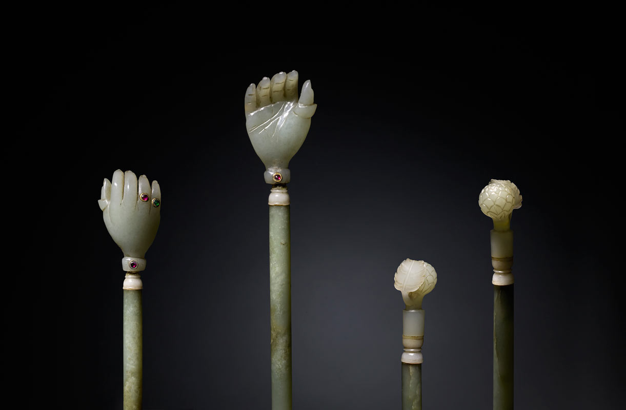 A nephrite jade back scratcher which belonged to Clive of India - Mughal, 18th century