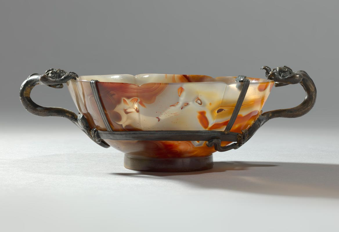 A very rare agate lobed floriform bowl